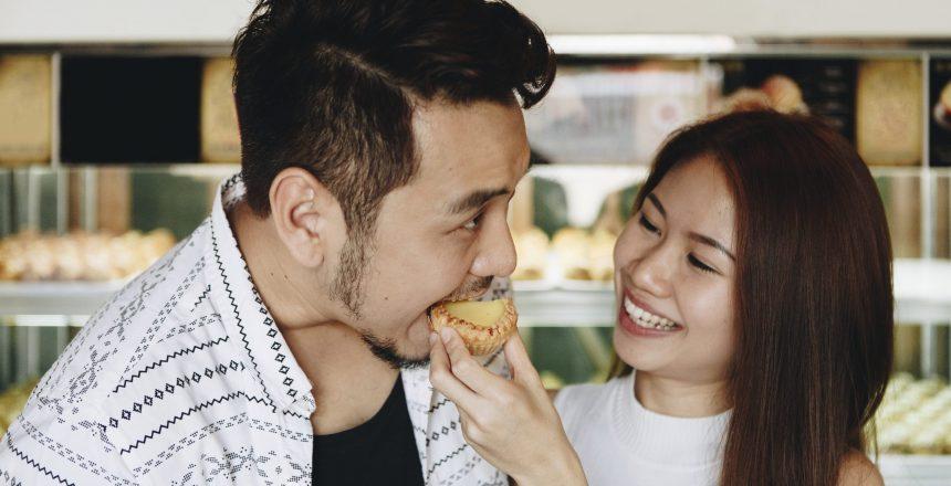 asian-girl-feeding-her-boyfriend-P2QK5LF